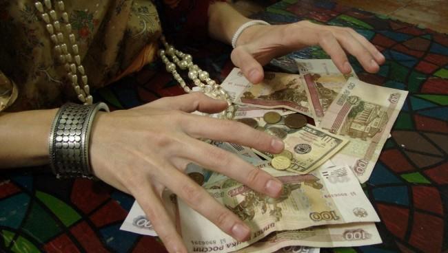 Как снять порчу на деньги?