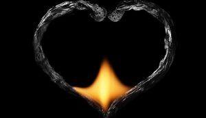 сердце из сгоревших спичек