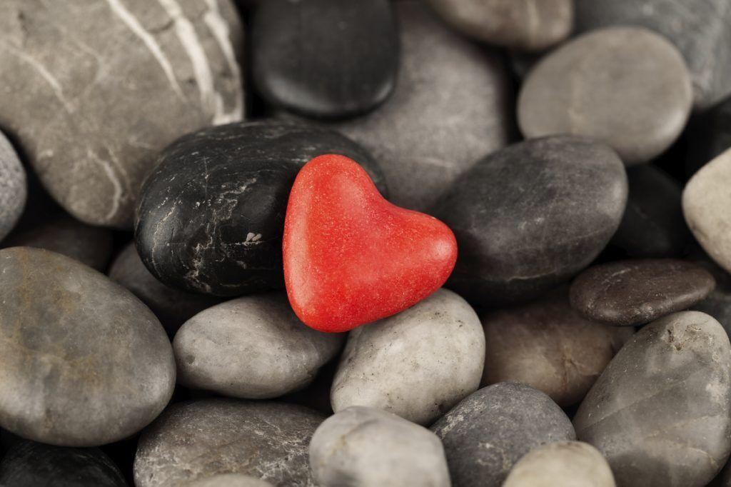сердечко в камнях