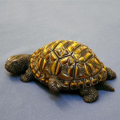 черепаха из камня Тигровый Глаз