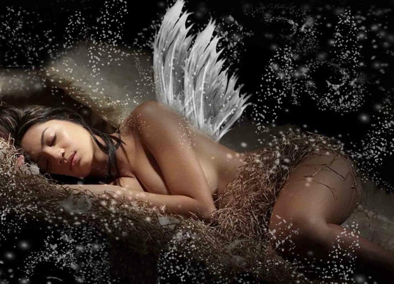 Спящая девушка путешествует во сне