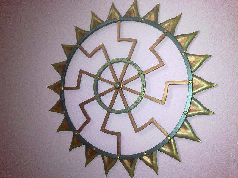 Колядник в солнечном круге