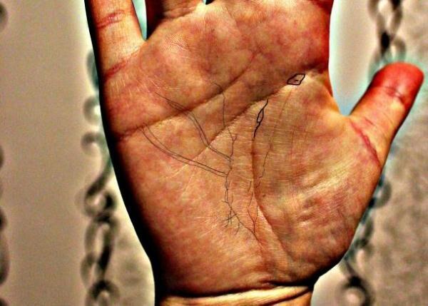 Четкие линии на руке