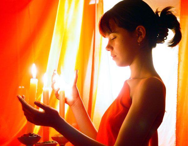 Очистка жилища церковными свечами