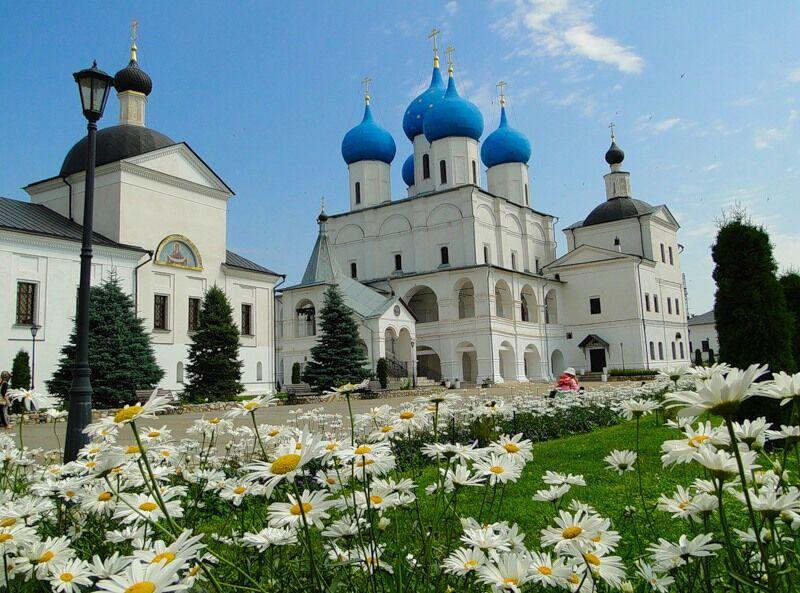 Высоцкий монастырь в городе Серпухове