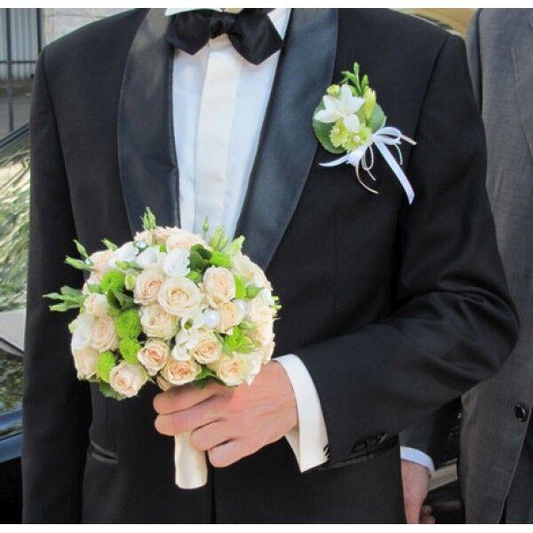 Свадебный букет покупает жених