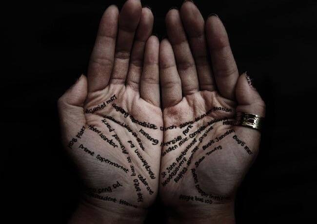 Буквы на руках