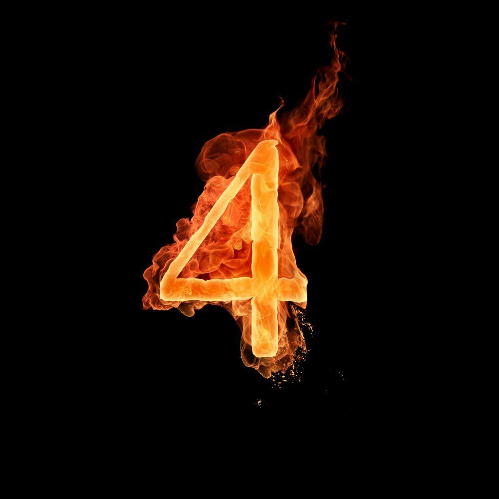 Цифра 4 в огне