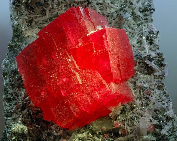 Оригинальный камень Шпинель