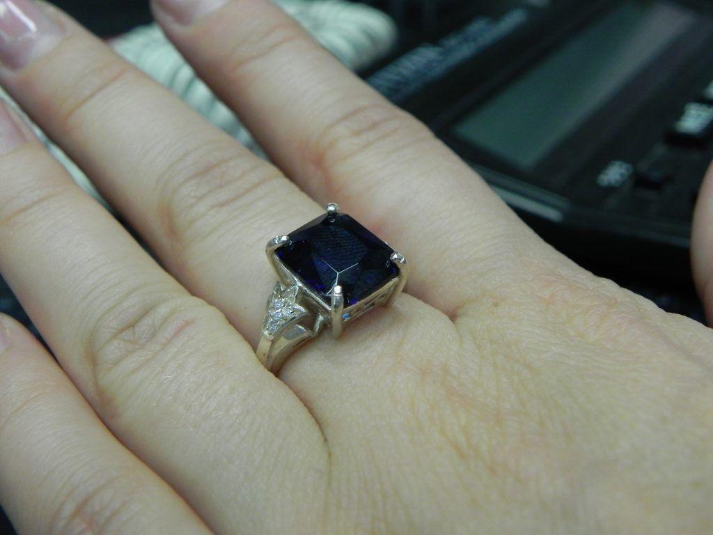 Красивое кольцо шпинель