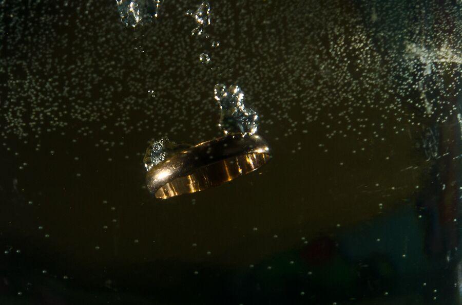 Кольцо в воде
