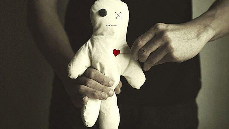 Приворот на куклу Вольт