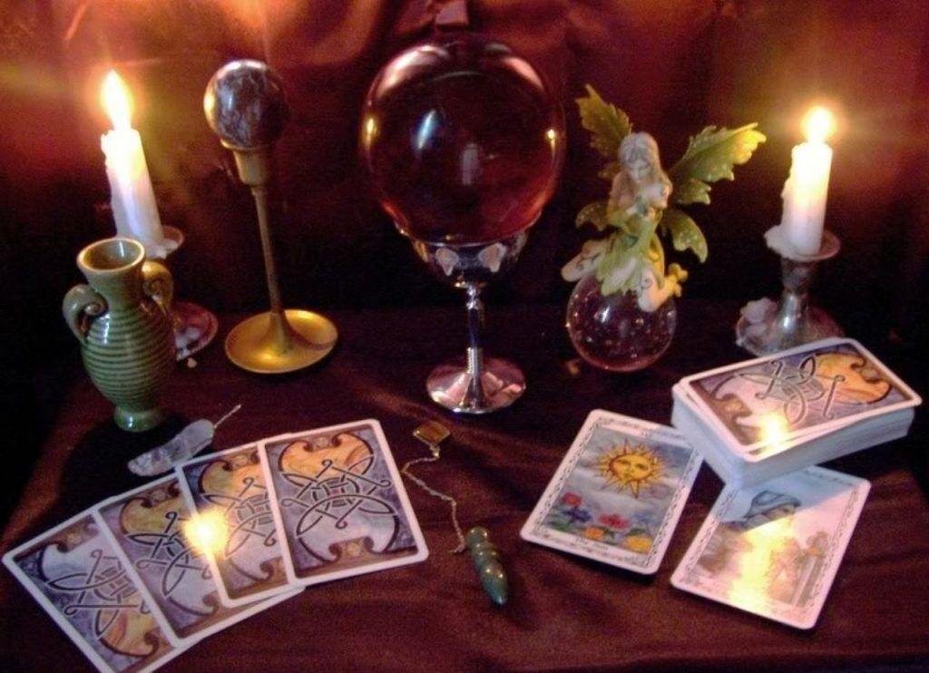 Магический стол для белого заговора