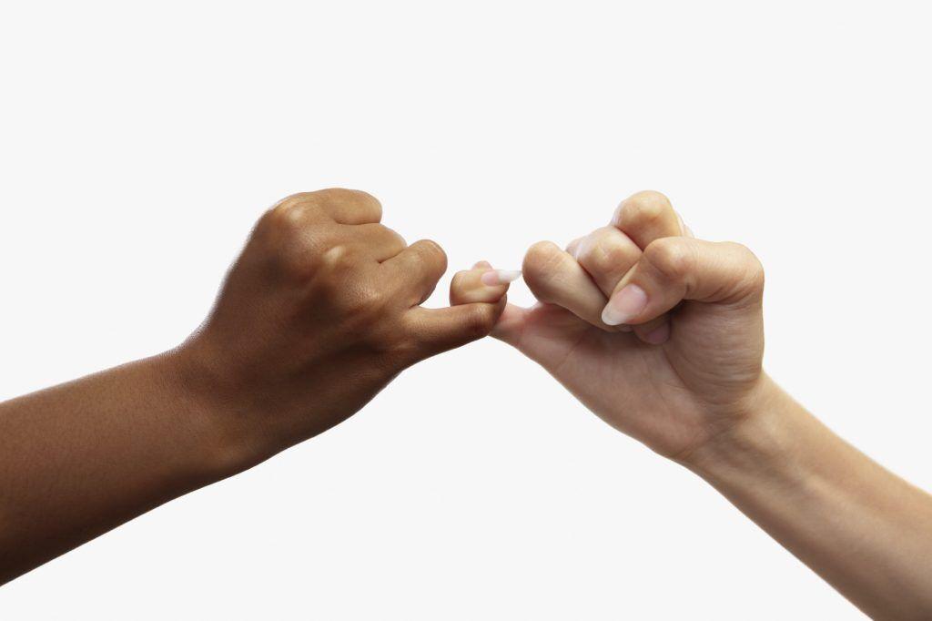 Мизинцы на правой и левой руках