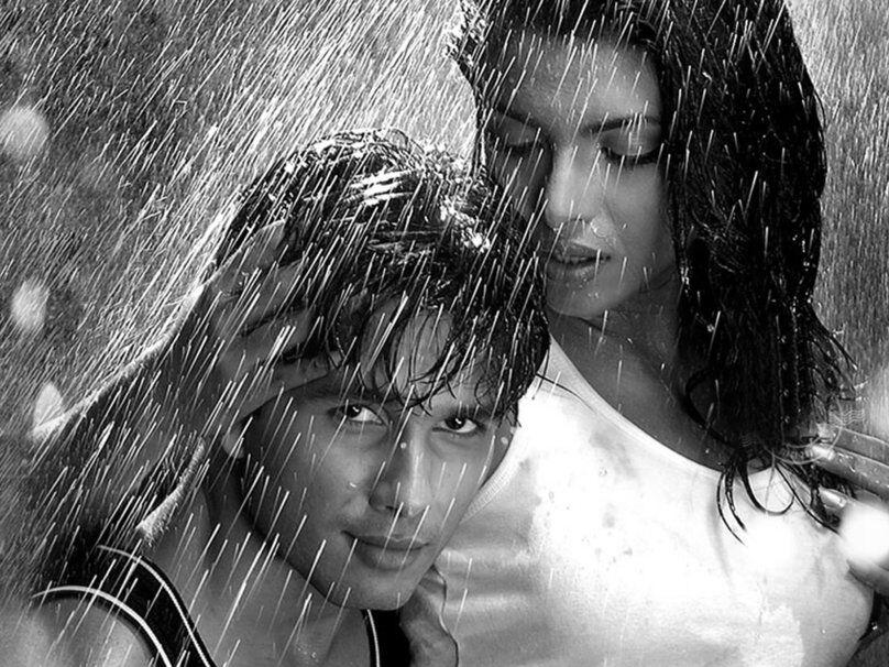 Любовная пара под дождем