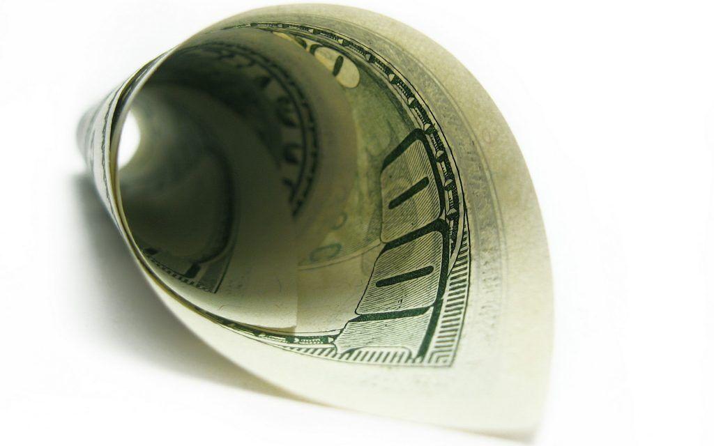 Скрученная купюра принесет богатство
