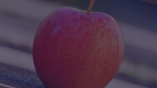 Кто делал приворот на яблоко на две половинки
